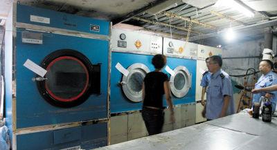 黑洗染企业洗衣设备被贴上了封条