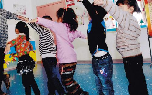 福利院的孩子们(本报资料图片)