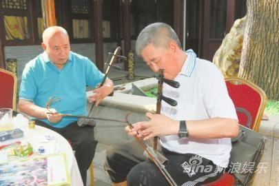 赵本山向京剧琴师学习京胡