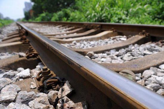 温州永嘉工商局党委委员、总工程师王某某开房200多次遭人曝光后不久在福建卧轨自杀。