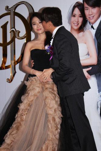 45岁陶喆与28岁江姵蓉今天在台北文华东方酒店大摆婚宴