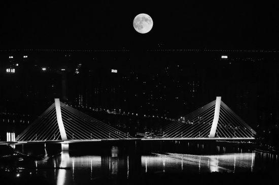 沈城中秋的迷人月色。田卫涛 摄