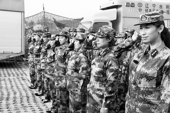 108名新入伍预备役官兵面对军旗庄严宣誓