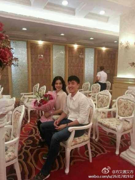 刘翔登记结婚现场照。