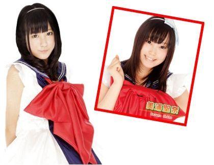 日本少女团体结城美帆(左)、美浦圣奈