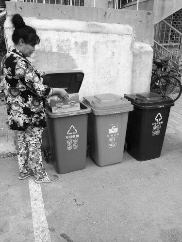 9月20日,全市233个居民小区启动生活垃圾分类试点,涉及市内7区的16万户居民。