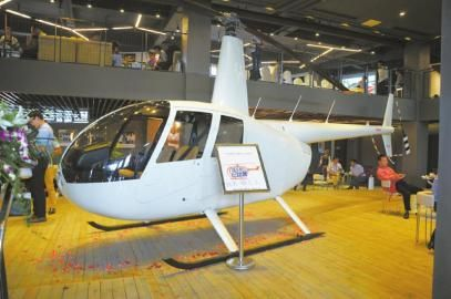 赖先生购买的罗宾逊R44型直升机。