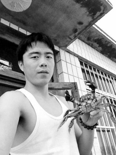 毛红民正在尝试借助新媒体售自家的盘锦河蟹。