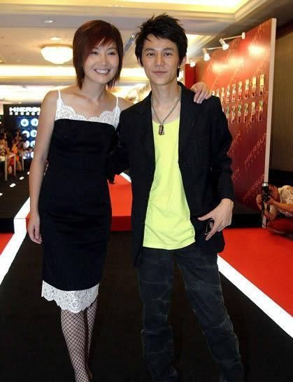何炅和王菁。