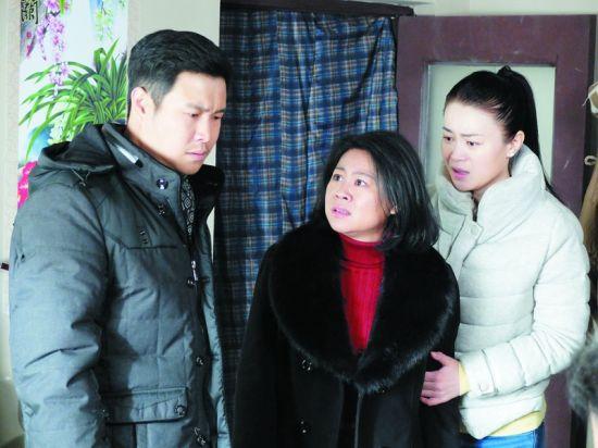 赵家班新剧《爹妈满院》关注当下社会所面临的养老问题。