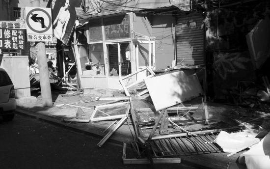 北斗街10家店铺一夜之间被砸毁