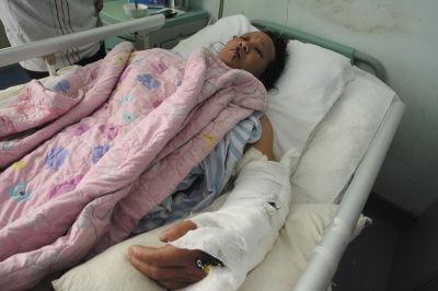 江小珍多个部位骨折,属于重伤。