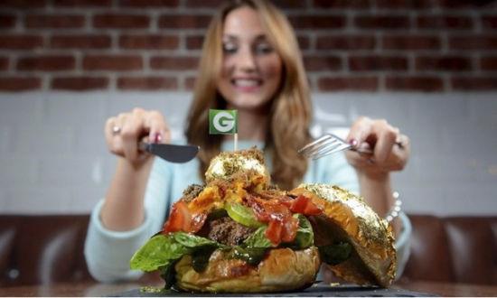 本月2日,这一汉堡经过Record Setters认证,成为世界上最昂贵的汉堡。