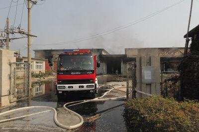 着火的塑料厂,火情已经被控制。
