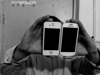 两部手机都是曹某送给小颖以方便联系用的。