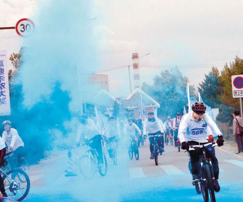他来自沈阳大学,从高中时玩起了骑行,在大学,还参加了学校的骑行社团.