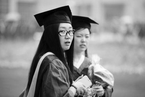 医学类本科毕业就业遇尴尬。