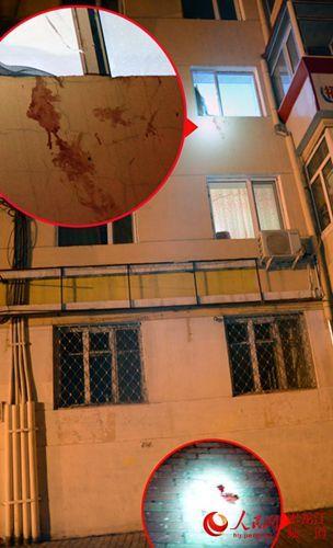 窗台附近外墙及正下方地面有血迹
