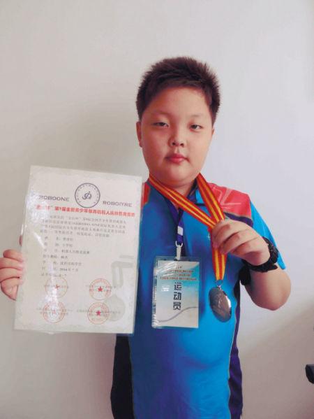 10岁沈阳娃获全国机器人大赛亚军。