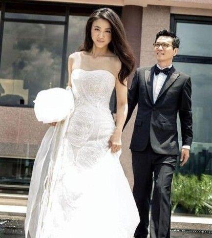 汤唯金泰勇婚纱照。