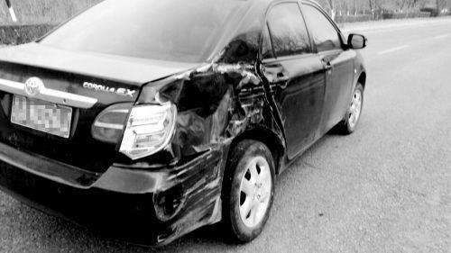 被撞的私家车。