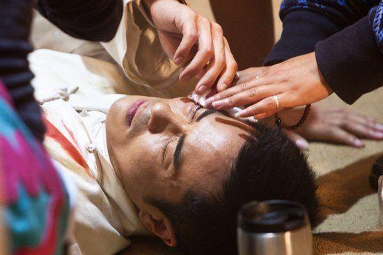 45岁郑嘉颖落一身病痛 传眼疾半盲患糖尿病