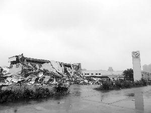 6000平方米汽车4S店一夜遭强拆变废墟