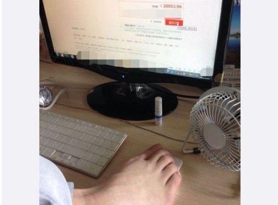 男子网购遭妻绑双手 用脚操作下单消费2万