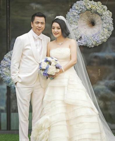 娱乐圈大佬妻子曝光 王中磊与重庆妻子裸婚(组图)