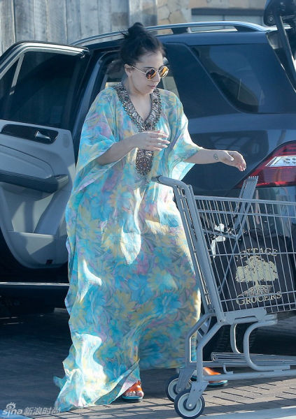 Lady Gaga仙气飘飘玩穿越 古代纱裙显清新