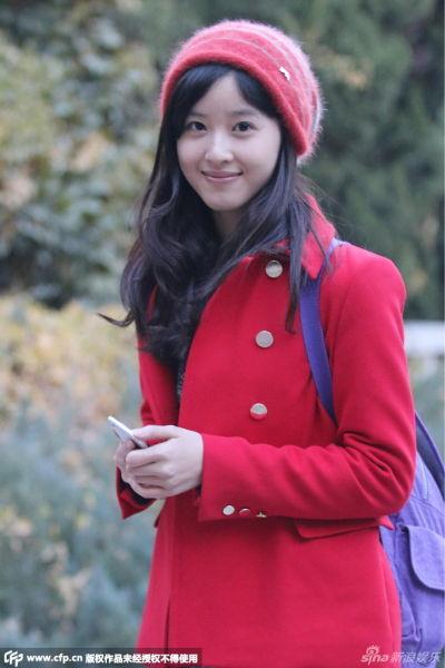 奶茶妹红衣红帽 清纯现身