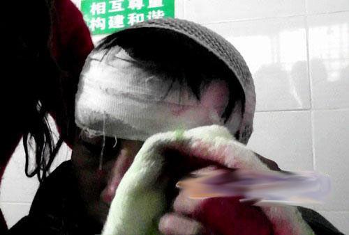 乐山男子大闹婚宴 砍伤村主任后欲割喉自杀