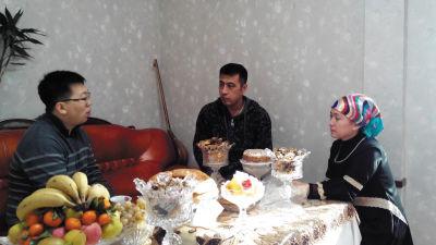 ▲孙壮在一名新疆学生家中。