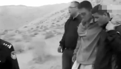 在独自坚持四天后,潘某某(右二)被救援人员发现 视频截图