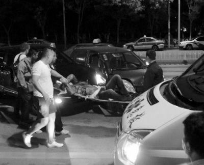 沈阳街头夜晚警匪激战