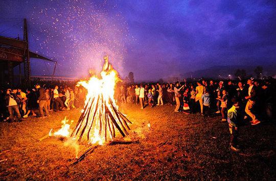 石林火把节,一场彝族狂欢的盛宴