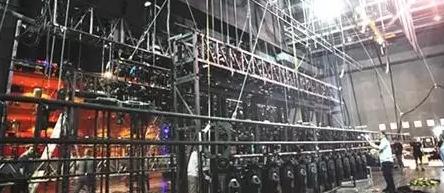 """""""电动葫芦""""将在舞台上挂起"""