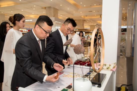 周大福东北区总经理石开与红博会展商业店总经理于立野