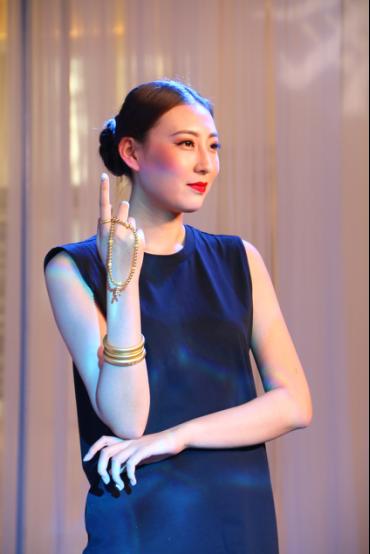 模特演绎周大福传承系列新品