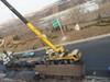 载钢板货车失控