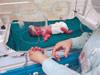 2斤早产婴被弃