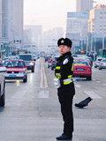 """沈阳建设大路岗""""标准哥""""蹿红"""