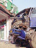 货车刹车失灵致3人受伤