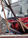 铁管插进265路公交致7人受伤
