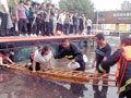 暴雨致水漫公交乘客被困