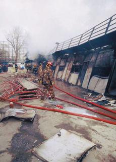 烧烤店生炉子遇煤气泄漏引大火